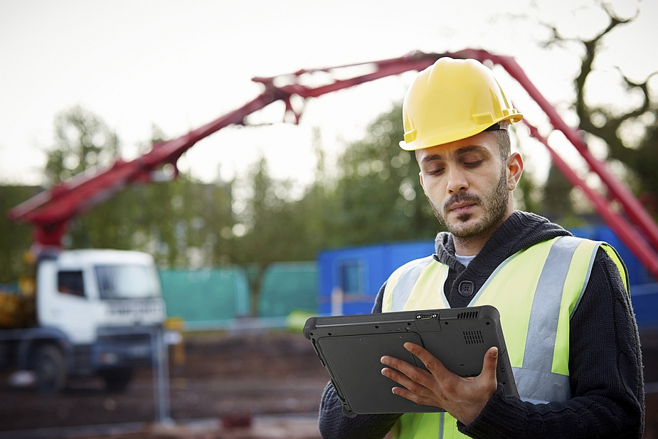 Getac F110 and Construction Worker