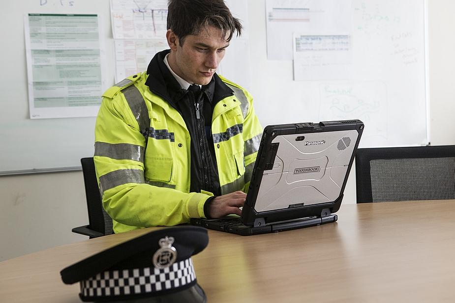 Panasonic Toughbook CF-33 2-in-1 Detachable and Fire and Police